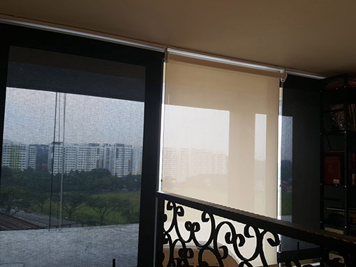 roller blind-dim out